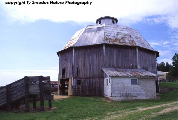 Twelve-Sided Schroeder Barn, Allamkee County, Iowa